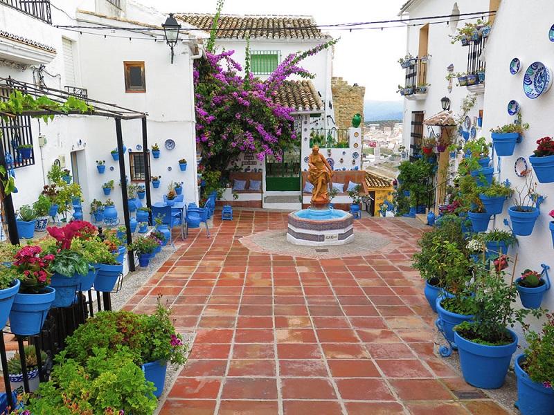 Viajes-España-que-ver-en-iznajar-patio-de-las-comedias
